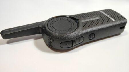 Motorola CLR446 adóvevő funkciógombjai a bal oldalán